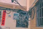 電線亂成一團,望關注!