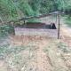 罗定市泗纶镇双坝桂英坑村,竟然有人在道路中间建猪圈