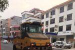 太平街主要街道道路开始铺沥青
