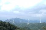 蓝天白云风车山