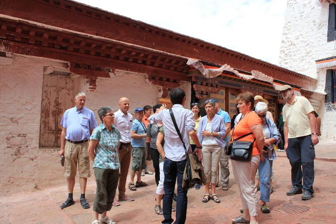 布达拉宫导游
