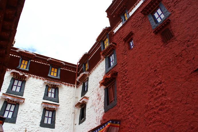 布达拉宫墙角