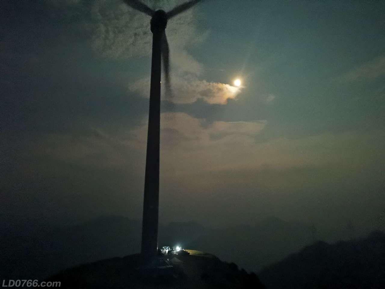 别样的风车山看日出